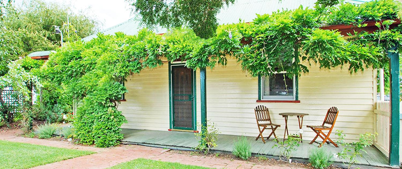 Cabins - Front Porch - Triabunna Cabin & Caravan Park